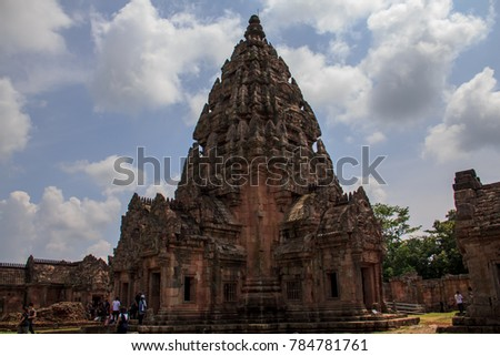 Phanom Rung Rock Castle It is one of the stone blocks in the Rajamangala. Located at Moo 2 (Ban Don Nong Kae) Tambon Ta Pok District Chaloem Phra Kiat. Away from the city of Buriram, about 77 kilomete