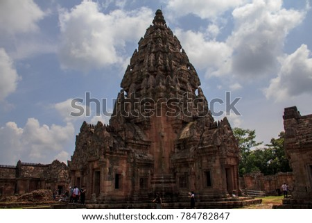 Phanom Rung Rock Castle It is one of the stone blocks in the Rajamangala. Located at Moo 2 (Ban Don Nong Kae) Tambon Ta Pok District Chaloem Phra Kiat. Away from the city of Buriram, about 77 kilometers