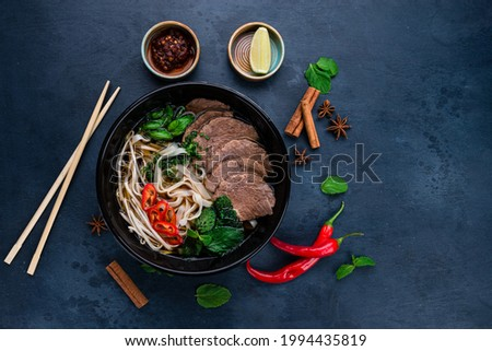 pho bo soup with beef, Pho bo Vietnamese food, rice noodle soup with sliced beef. Vietnamese fresh rice noodle soup with beef. Vietnam's national dish top view, flat lay Stok fotoğraf ©