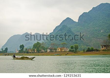 Phong Nha-K? B�ng National Park, Vietnam - mountain landscape with river
