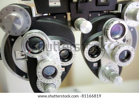 phoropter beim optiker oder augenarzt messgerät