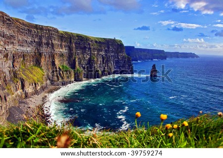 photo capture of a breathtaking natural nature landscape. cliffs of moher, wild atlantic way