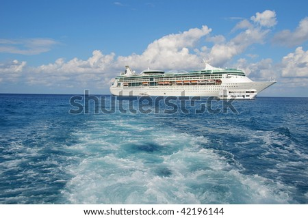 photo capture of a ocean liner ship
