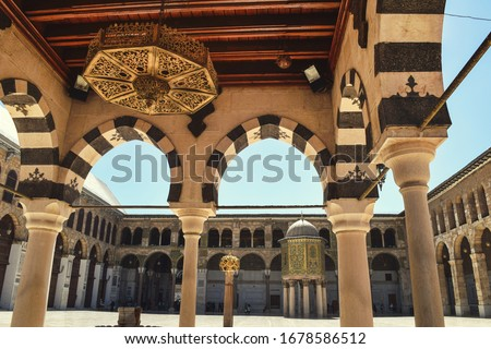 Photo inside of the Great Mosque Of The Umayyads in Damascus / Syria located in the old city of Damascus. one of the largest and oldest mosques in the world. Stockfoto ©