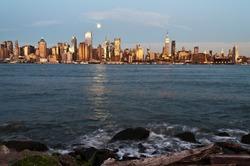 photo new york city skyline over hudson river