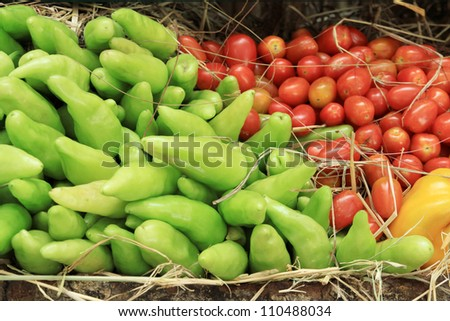 Photo of a large group of vegetables on straw