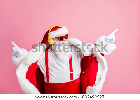 Photo of confident modern funky santa claus listen headphones x-mas christmas song stereo radio music dance wear sunglass suspenders headwear isolated over pastel color background