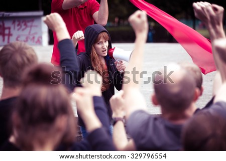 Photo of crowd protesting against government during social manifestation
