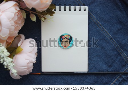 Photo of Frida portrait, flowers and picture