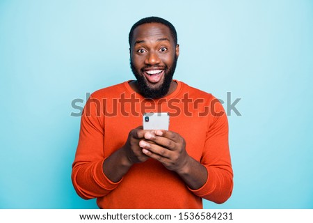 Photo of positive cheerful handsome black man smiling toothily excited about positive news known isolated vivid blue color background