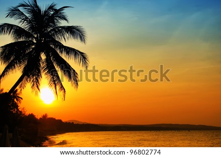 Photo of sunrise on sea, Vietnam