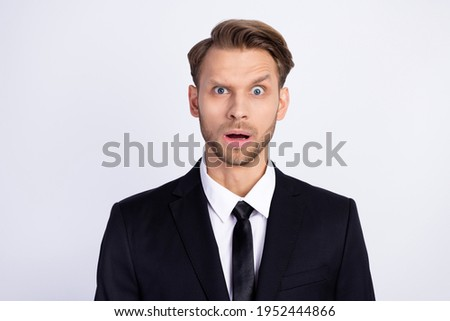 Photo of young man unhappy amazed shocked surprised news stupor reaction isolated over grey color background Foto d'archivio ©