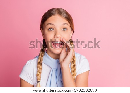 Photo portrait small girl telling secret gossip whisper silently isolated on pastel pink color background with copyspace Stock foto ©