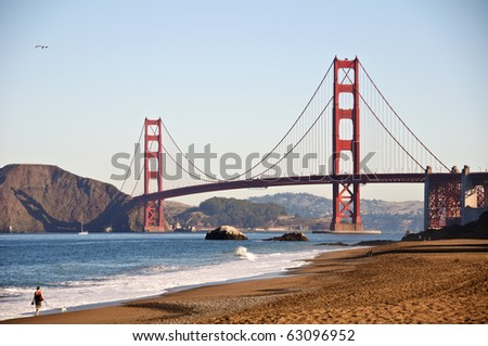 photo san francisco golden gate  bridge by baker beach. beautiful epic famous golden gate bridge in san francisco by a sandy beach for walks and waves.