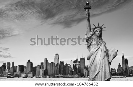 photo statue of liberty new york city black and white hi contrast. nyc new york city skyline over Manhattan cityscape midtown. statue of liberty over hudson river in new york city. #104766452