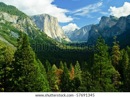 photo yosemite national park, scenic beautiful mountain forest landscape. yosemite national park California america, usa.