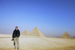 photographer on the background of the desert and the pyramids of Egypt
