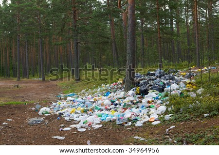 Photography is not an authorized garbage, rubbish on the nature of the forest.