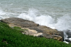 Photography of the waves breaking vigorously against the rocks at Mar del Plata city