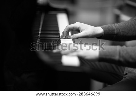 Pianist\'s hands playing the melody
