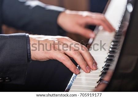 Piano. #705919177
