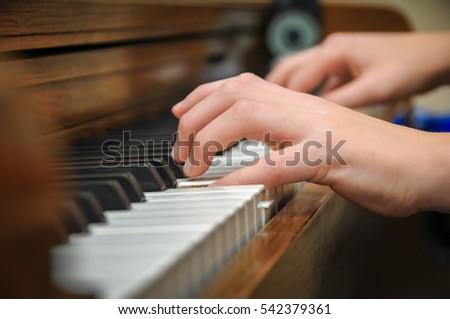 piano hands #542379361