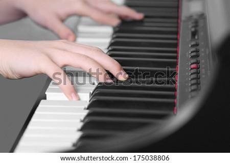 Piano music pianist hand playin