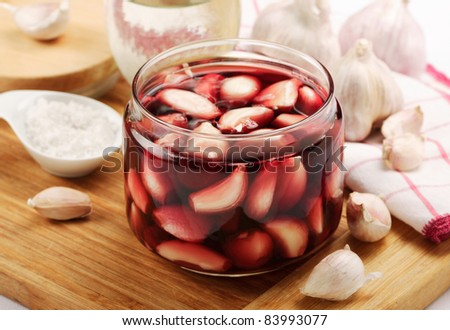 pickled garlic with beets juice