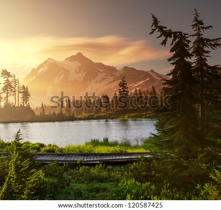 Picture Lake and Mount Shuksan,Washington