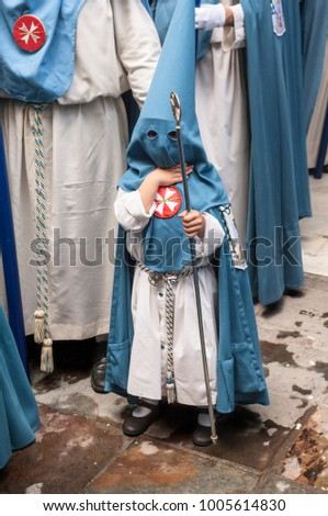 Picture of a child penitent of the holy week of Seville, Spain.