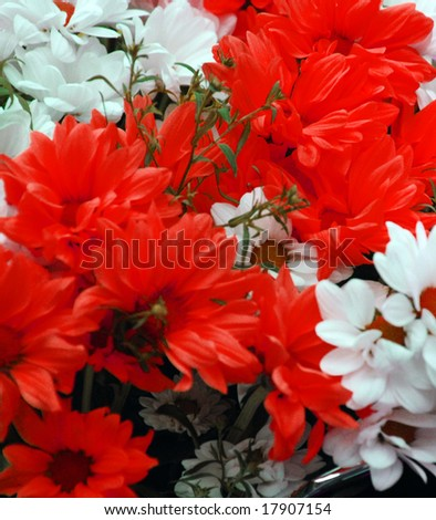 picture of bouquet with many beauiful white and red flowers