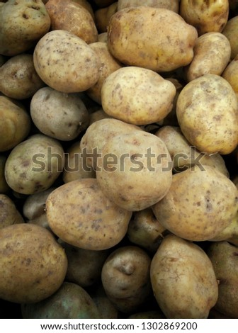 picture of fresh potatoes
