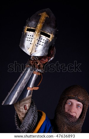 Picture of knight with helmet in hand