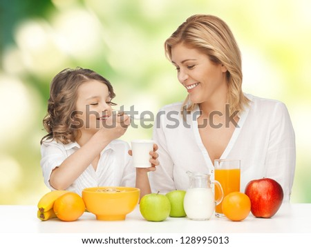 picture of mother and daughter with healthy breakfast