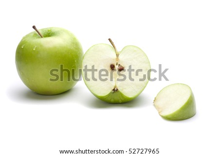 Picture of one uncut aplle and one chopped apple
