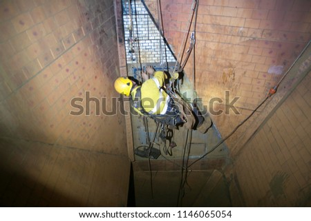 picture of rope access miner...