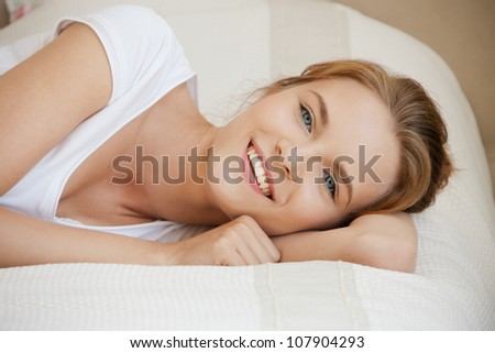 picture of smiling teenage girl on a bed