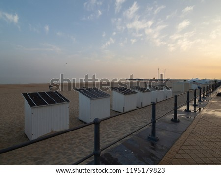 Picture of the dike and some of the beach cabins in Ostend.