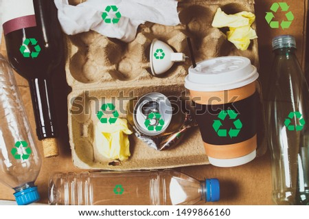 picture with waste that can be recycled, all household items green icon recycling