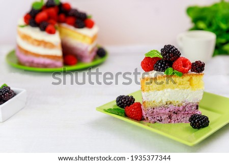 Piece of berry cake decorated with fresh raspberries and blackberries on white background. Foto stock ©