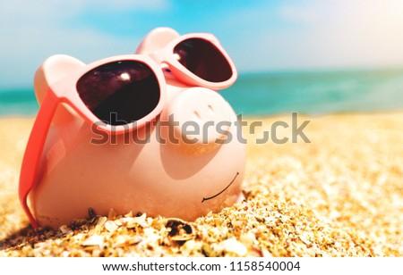 Piggy Bank Wearing Sunglasses Relaxing Foto stock ©