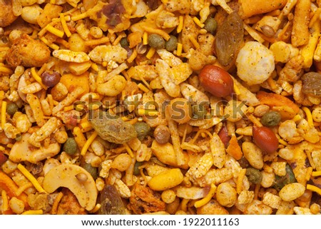 Pile of Indian spicy snacks (mixed Namkeen) full-frame wallpaper, fried peanut, corn flakes, sweet pea, pulses, cashew nuts.Top view   angle. ストックフォト ©