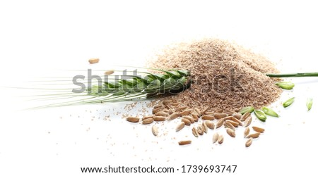 Pile of integral spelt bran with green wheat isolated on white background Foto d'archivio ©