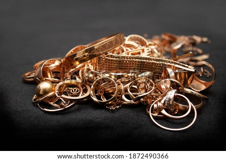 Pile of old used scrap gold jewelry on black background. Photo stock ©