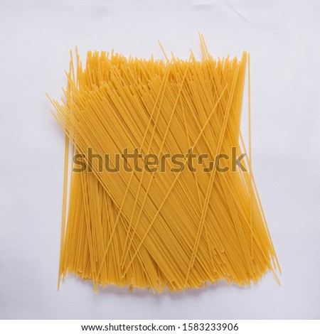 pile of uncooked spaghetti, top view