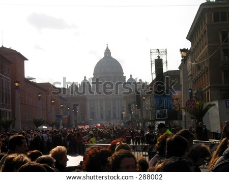 Pilgrimage queue in front of st. peter's square waiting to see the pope's corpse on 5 April 2005.