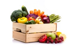 Pine box full of colorful fresh vegetables and fruits on a white background, ideal for a balanced diet, contains broccoli, cucumber, onion, asparagus, peppers, carrots, apple, grape, lima and potatoes