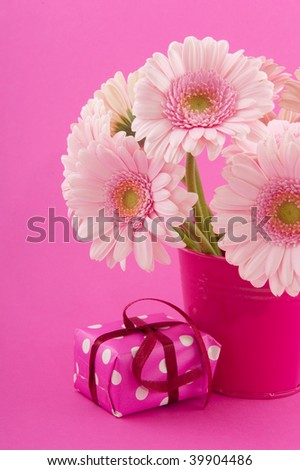 Pink birthday with bouquet Gerber and present