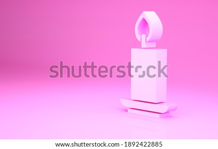 Pink Burning candle icon isolated on pink background. Cylindrical candle stick with burning flame. Minimalism concept. 3d illustration 3D render. Foto stock ©