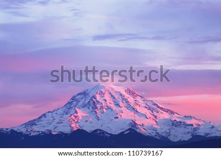 Pink sunset light on Mount Rainier in the Cascade Range, Washington State, USA